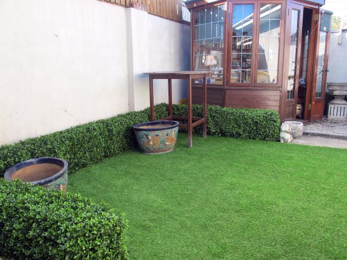 Artificial Landscaping Hedging & Grass (3)